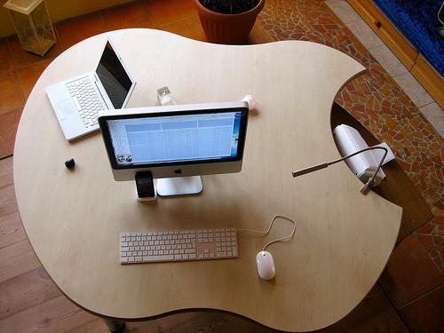 apple desk office