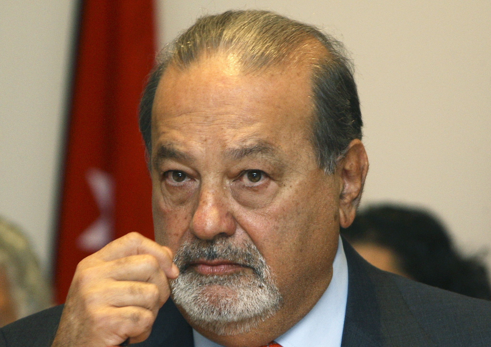 File photo of Mexican tycoon Carlos Slim attending a meeting with Lebanese ministers in Beirut