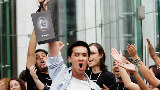 Apple-iPhone-Customer-Excited