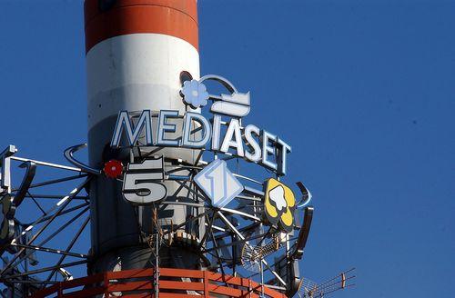 Mediaset: la pubblicità non riparte si pensa alle torri di trasmissione