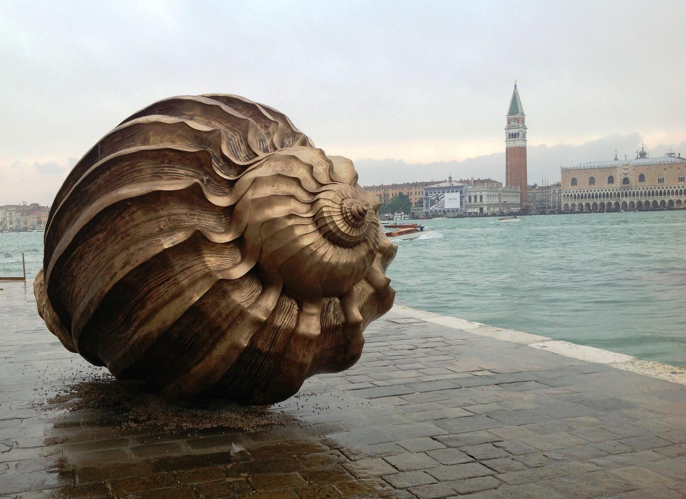 """Scusami Elton John, ma vado di corsa…"" (Venezia, la mia Biennale)"