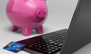piggy-at-computer-shows-investment-growth-banking_zy91RQP_-min